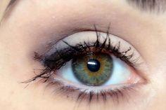 Come rendere gli occhi più grandi..........Forse non lo sai, ma con l'utilizzo del trucco si possono correggere dei piccoli difetti del nostro viso, dando vita a dei piccoli effetti ottici. In questa guida in particolare, ti insegnerò un trucco che serve a rendere gli occhi più grandi, e cosa evitare se hai gli occhi piccoli. È più facile di quanto pensi, bastano pochi accorgimenti.