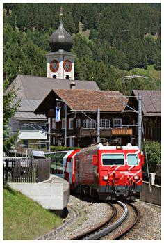 Matterhorn - Gotthard Bahn (MGB), HGe 4/4, Glacier Express, Disentis/Mustér (GR)