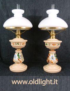 Elegante lampada in ottone di origine Tedesca, base in marmo rosso e serbatoi...