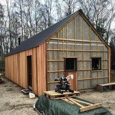 Finally got started on the gables. Finally got started on the gables. House Cladding, Timber Cladding, Shiplap Cladding, Metal Barn Homes, Pole Barn Homes, Modern Barn House, Barn House Plans, Steel Framing, Tyni House