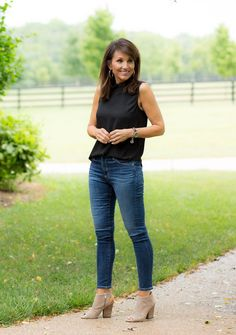 Fall Shoe Trends for 2018 - Cyndi Spivey : Fall Shoe Trends for What to wear with jeans. Slingback sandals for fall. Autumn Fashion 2018, Fall Fashion Trends, Trendy Fashion, Womens Fashion, Fall Trends, High Fashion, Casual Summer Outfits, Fall Outfits, Stylish Outfits