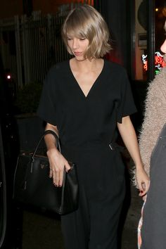 Taylor leaving Blue Ribbon restaurant in NYC 02.21.16