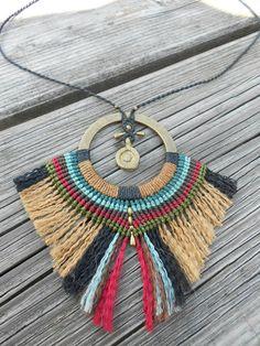 African style pendant. Macrame and brass beads por BySinuhe en Etsy