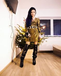 "Ayshen Beylerzadeh on Instagram: ""#newyear look #hecyeregetmedi #gelenilgederinsh 🎅🎄🎉"" Punk, My Style, Instagram, Fashion, Moda, Fashion Styles, Punk Rock, Fashion Illustrations"