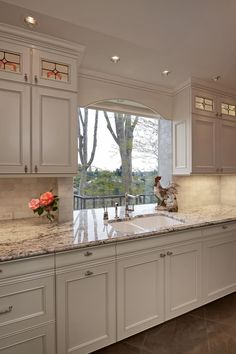 This how I want my cabinets, with the top ones to the ceiling with Glass and lights More