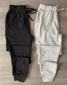 Black joggers on Mercari Cute Outfits With Leggings, Cute Skirt Outfits, Cute Lazy Outfits, Crop Top Outfits, Sporty Outfits, Stylish Outfits, Girls Fashion Clothes, Teen Fashion Outfits, Outing Outfit