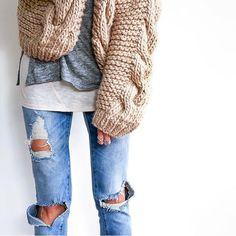 Perfect outfit  Photo by @fashionedchicstyling #wool #bigknits #heartworking #knitwear #australia #ilovemrmittens