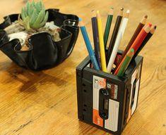 Lapiceros con viejos cassettes...