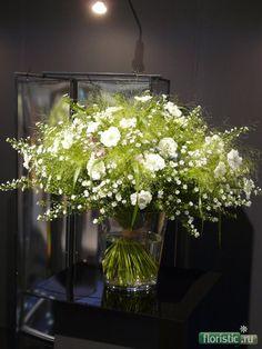 Eurofleurs 2008 600 x 800 ( Spring Flower Arrangements, Vase Arrangements, Spring Flowers, Unique Flowers, White Flowers, Beautiful Flowers, Vintage Flowers, Flower Shop Decor, Flower Decorations