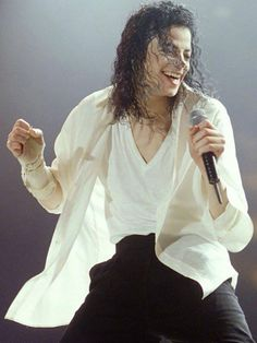 """Michael's Onstage Transformation From The Dangerous Tour Onward Emphasized A Shift From The """"Masculine"""" Persona At The Beginning, To A More Graceful, Flowing """"Feminine"""" Persona"""