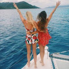 The blonde & brunette set sail!
