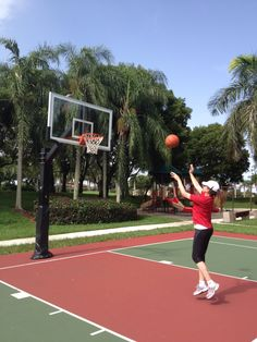 Cuidado @LebronJames que aquí vengo yo!!! @themiamiheat #NuevaJugadora #NewPlayer ~ Watch out @LebronJames here I come!!! #Basketball #balonceto #TheMiamiHeat #deporte #sport #fun #outdoors #Sun-Day #Domingo #lifestyle #estilodevida #ElDiarioDeMiDetox #VidaSanaConCecilia
