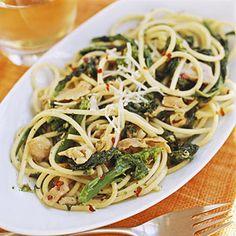 Spaghetti with Garlic & ClamsSpaghetti with Garlic & Clams