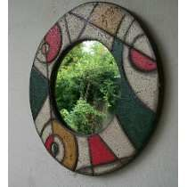 Espejo Redondo De Pared En Pasta Piedra 50 Cm Stained Glass Mirror, Mirror Mosaic, Mosaic Art, Mosaic Glass, Tin Foil Art, Aluminum Foil Art, Mundo Hippie, Pasta Piedra, Funky Painted Furniture