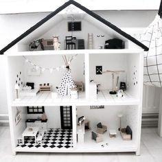 DIY Poppenhuis pimpsetjes.Stel je eigen unieke poppenhuis samen met deze te gekke stickers. Photocredits: @zwartwitwonen