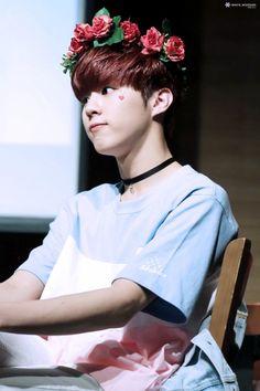 """160508 UP10TION Geondae Fansigning Wooshin Cr: 화이트 ❄️ "" Do not edit"