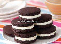 cookies – food – pastry school – easy snacks at home Sandviç Tarifleri videolu tarif – The Most Practical and Easy Recipes Chocolate Sandwich Cookie Recipe, Cookie Sandwich, Oreo Recipe, Christmas Desserts Easy, Easy Desserts, Christmas Recipes, Homemade Chocolate, Chocolate Recipes, Cookie Recipes