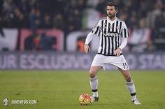 Najlepszym piłkarzem października w Juventusie Turyn • Andrea Barzagli słusznie nazywany przez kibiców ścianą • Wejdź i zobacz film >> #juve #juventus #football #soccer #sports #pilkanozna