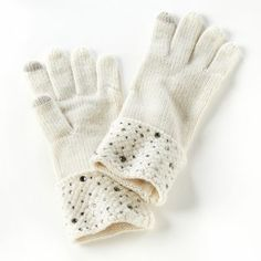 Just LOVE these winter white gloves! Adds a little sparkle to my holiday outfit! ;)