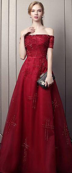 e2fac2c845 robe de gala rouge bordeaux longue épaule dénudée à paillettes Robe De Gala  Longue, Robe