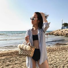 Sun, sea, straw!Taking my straw bag obsession to the next level with this lil' cutie from @two_continents - an Istanbul based brand ♥️ that I'm so happy to have discovered!✨