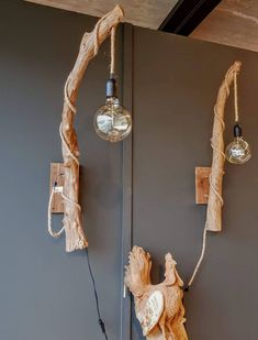 This lamp makeover is undeniably an interesting design construct. Rustic Room, Rustic Lamps, Wood Lamps, Unique Home Decor, Cheap Home Decor, Upcycle Home, Driftwood Chandelier, Lamp Makeover, Diy Furniture Easy