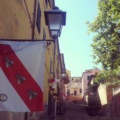 #ShareIG La scalinata de La Pergola a #RioMarina pronta per celebrare la prima visita di Napoleone a #rio #RioMarina #isoladelba #Elba200 #Elbaisland #Napoleone200 #napoleon #miniere #Elba