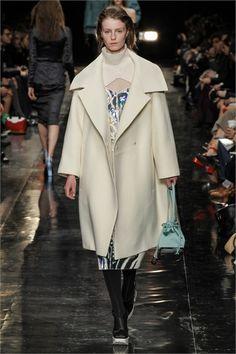 Sfilata Carven Paris - Collezioni Autunno Inverno 2013-14 - Vogue