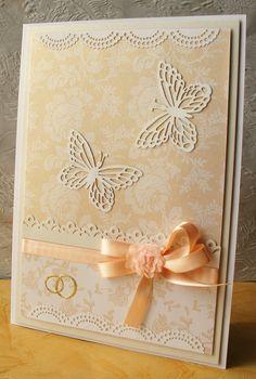 Jemné svatební přání Základ přání je bílé barvy. Použity jsou perle|ťové papíry s jemným svatebním vzorem. Velikost A5, roztažitelná obálka, zabaleno v celofánu. Při odběru více přání platíte jedno poštovné.