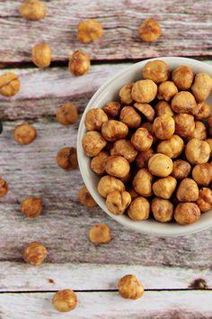 How to peel hazelnuts