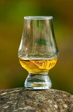 Laphroaig whisky glass Scotch Whiskey de8e28369