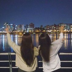 I& a friend ~ discovered by Choi Yong-ri on We Heart It - ─ [✧] ─ pιɴтereѕт: мrѕprwɴĸle - Mode Ulzzang, Ulzzang Korean Girl, Ulzzang Couple, Best Friend Couples, Best Friend Pictures, Best Friend Goals, Korean Best Friends, Best Friend Photography, Girl Friendship