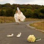 """Αχαΐα: Η νύφη """"το 'σκασε"""" με τους καλεσμένους να περιμένουν στην εκκλησία Wedding Bride, Dream Wedding, Run Away With Me, Wattpad Book Covers, Runaway Bride, Bridal Photoshoot, Jane The Virgin, Bride Photography, Cute Wedding Ideas"""