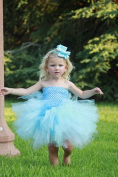 How easy, yet cute, would this princess dress be to make? The top is the material from those stretchy headbands...looks like a basic tube top with tulle pieces attached.