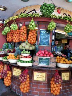 Tamara Juice kiosk on Dizengoff street Juice, Tel Aviv, Kiosk, Fruit, Vegetables, Eat, Street, Food, Food Food