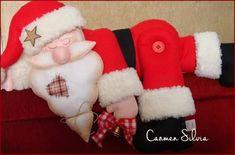 Papai noel de feltro com molde gratis - Como Fazer Christmas Stockings, Diy And Crafts, Creations, Holiday Decor, Anna, Wall Photos, Santa Clause, Christmas Centerpieces, Xmas Cards
