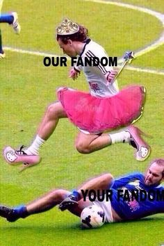 No comment needed, I'm to used to the fandom's weirdness. One Direction Louis, One Direction Memes, Zayn Malik, Niall Horan, Bae, 1d And 5sos, Heroes Of Olympus, Louis Tomlinson, Percy Jackson