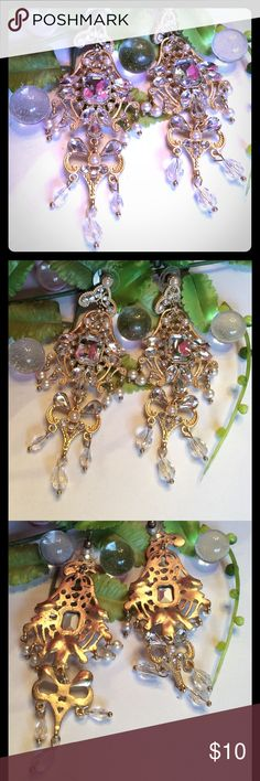 🌸SPARKLY🌸CHANDELIER EARRINGS GORGEOUS GOLD FASHION PIERCED EARRINGS. HAS FAUX DIAMONDS, PEARLS, AND CLEAR FACETED BEADS. boutique Jewelry Earrings