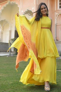 Party Wear Indian Dresses, Indian Gowns Dresses, Indian Bridal Outfits, Dress Indian Style, Indian Fashion Dresses, Indian Designer Outfits, Girls Fashion Clothes, Designer Dresses, Fancy Dress Design