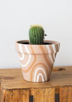 Painted Plant Pots, Painted Flower Pots, Painting Terracotta Pots, Terracotta Plant Pots, House Plants Decor, Plant Decor, Flower Pot Art, Flower Pot Design, Suculentas Diy