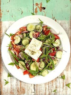 This recipe for Greek salad is so simple but so refreshing and gorgeous; it's such a great salad for a hot day and will always go down a treat. Veggie Recipes Healthy, Yummy Veggie, Tasty Vegetarian Recipes, Vegetable Recipes, Vegetable Bake, Healthy Food, Vegetable Salad, Healthy Options, Greek Salad Recipes