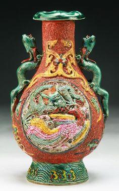 "Chinese Antique Famille Rose Porcelain Vase: of Qing Dynasty; Size: H: 7"""