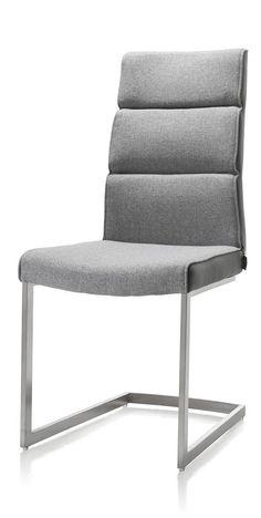 XOOON Eetkamerstoelen Jascha en Jasmin bieden u volop keuzemogelijkheden. Deze eetkamerstoel Jasmin met een rond RVS swing onderstel wordt geleverd zonder handvat op de rug. De stoel kan worden bekleed met talloze verschillende soorten stof en kleuren. De hoge rug geeft een comfortabel zitcomfort.