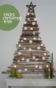 arbre de Noël en batons de bois