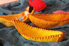 waldorf inspired felt boats Waldorf Crafts, Waldorf Toys, Sea Crafts, Nature Crafts, Diy For Kids, Crafts For Kids, Circle Crafts, Nature Table, Homemade Toys