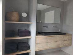Minimalist Decor, Bathroom Medicine Cabinet, New Homes, Room Decor, Shower, Interior Design, Furniture, Interiors, Ideas