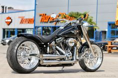 Thunderbike - From time to time we create display bikes to show our latest parts. This #Harley Davidson Fat Boy is one of this kind and was customized with a rear-end kit (TB fender, swingarm, pulley & breakkit), our spoke wheels, Jekill & Hyde exhaust and some other features.