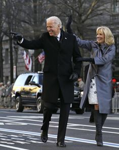 Dr Biden dressed in a gray silk & wool bow coat by Lela Rose & gray suede pumps. Her soft white shift dress had touches of subtle gray floral detailing. The shift was purchased at Neiman Marcus, per the NYT. Obama Vice President, Iraqi President, Joe Biden President, First Black President, Black Presidents, American Presidents, Presidente Obama, Jill Biden, White Shift Dresses