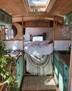 Bus House, Tiny House Cabin, Tiny House Living, Home And Living, Casas Trailer, Mtv Cribs, Kombi Home, Bus Living, Van Home