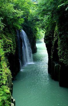 Takachiho ravine, Japan. photo: Nobuhiro Suhara.